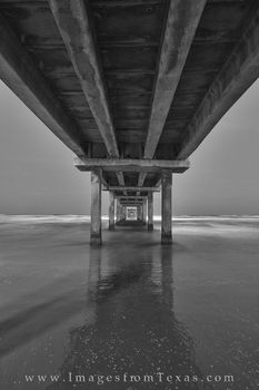 port aransas, black and white, caldwell pier, port A, port A images, port aransas photos, caldwell pier photos, texas beaches
