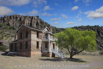 fort davis, fort davis photos, officers quarters, davis mountains, texas history