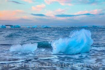 Icebergs on Diamond Beach 3