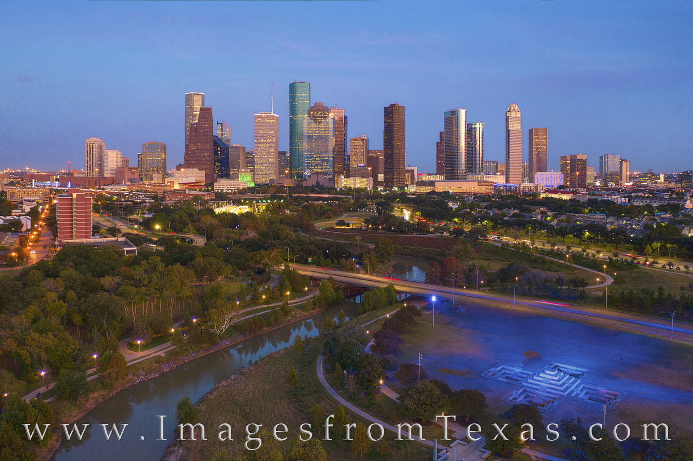 houston skyline, aerial, highrises, buffalo bayou, memorial parkway, houston police memorial, memorial, police, allen parkway, Morgan Chase, evening, Houston, photo