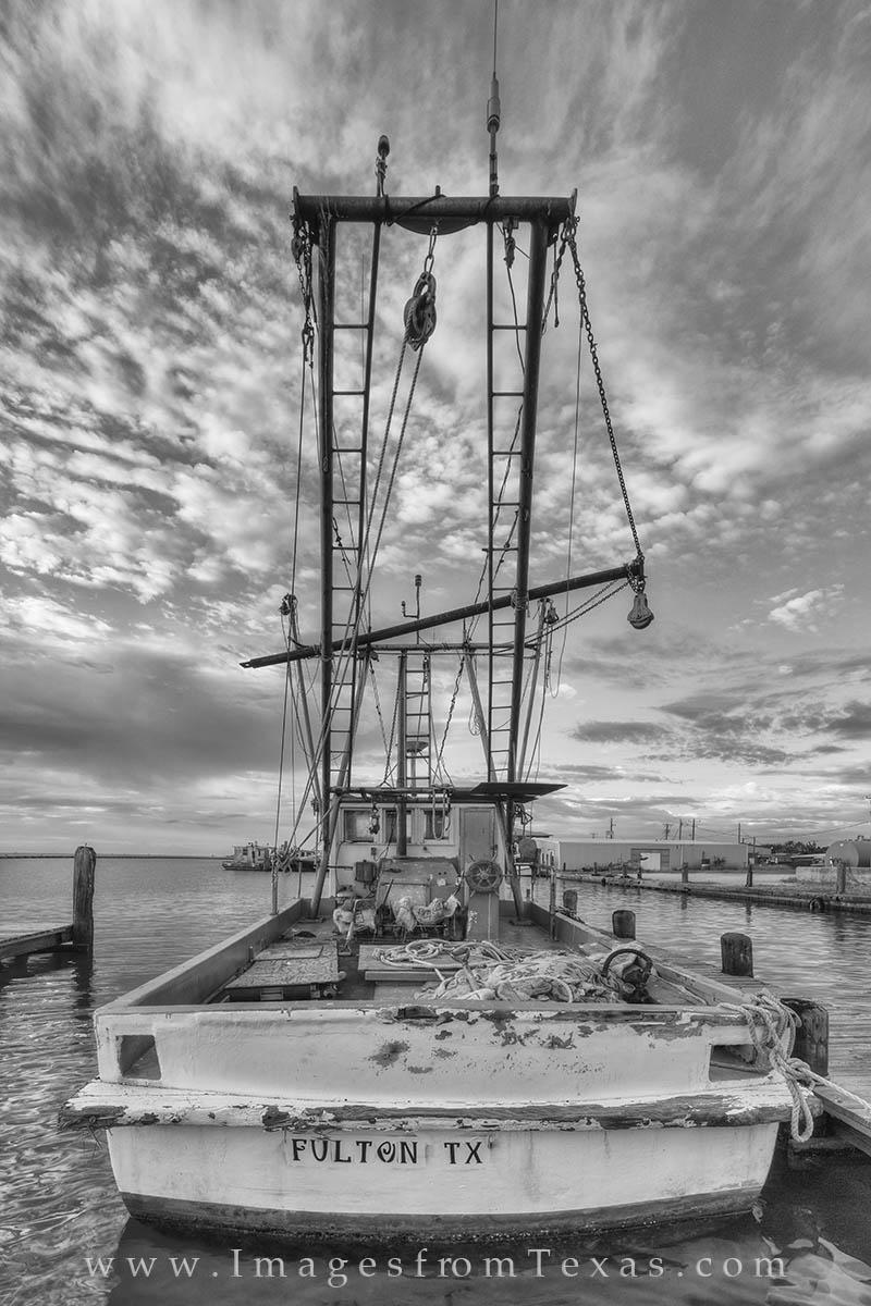 shrimp boat, black and white, port aransas, rockport, rockport harbor, fulton harbor, fulton texas, rockport images, fulton harbor images, texas boats, texas coast, photo