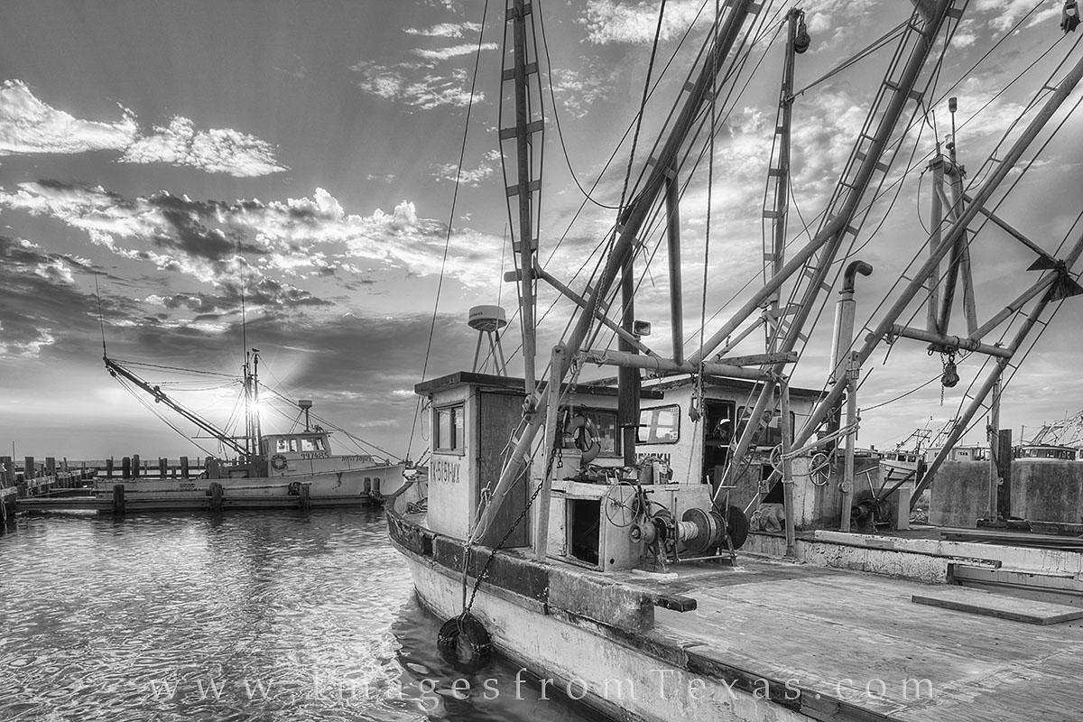 rockport harbor, black and white, rockport photos, texas coast, port aransas, aransas pass, fulton, shrimp boats, shrimp boat photos, texas boats, texas sunrise, texas gulf, photo