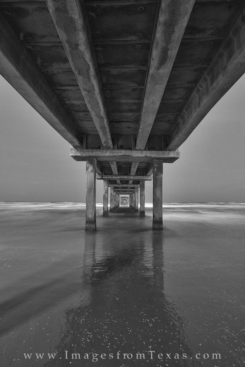 port aransas, black and white, caldwell pier, port A, port A images, port aransas photos, caldwell pier photos, texas beaches, photo