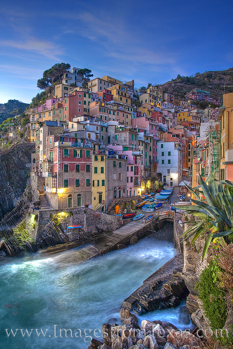 riomaggiore, cinque terre, ligurian sea, italy, italian coast, italian riveria, 5 lands, ocean, water, evening, photo