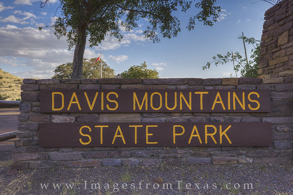 Davis Mountains State Park, Davis Mountains pictures, Fort Davis, Texas state parks, state park sign, photo