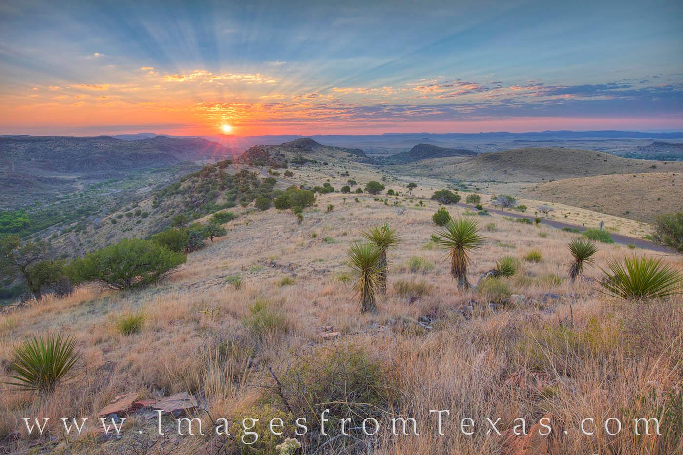 davis mountains, davis mountains state park, fort davis, skyline drive trail, texas state parks, sunrise, texas sunrise, texas hikes, texas landscapes, photo