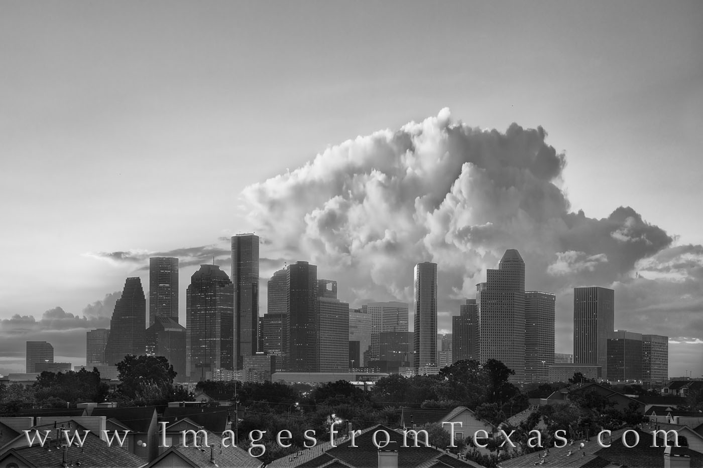 skyline of houston, houston skyline photos, downtown houston, houston texas, storm clouds over city, texas storms, thunderhead, houston skyscrapers, texas cities, storm clouds, photo