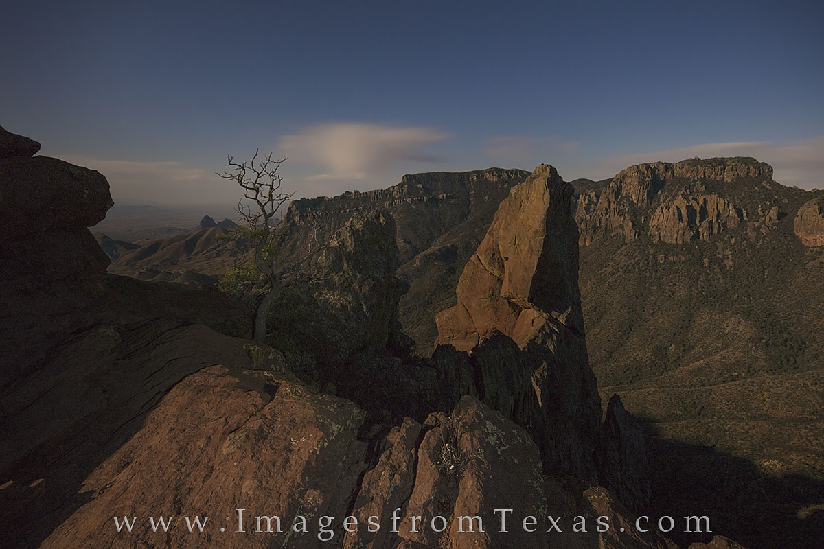 lost mine trail, big bend national park, hiking, texas hikes, chisos mountains, full moon, night photography, texas at night, big bend, moon