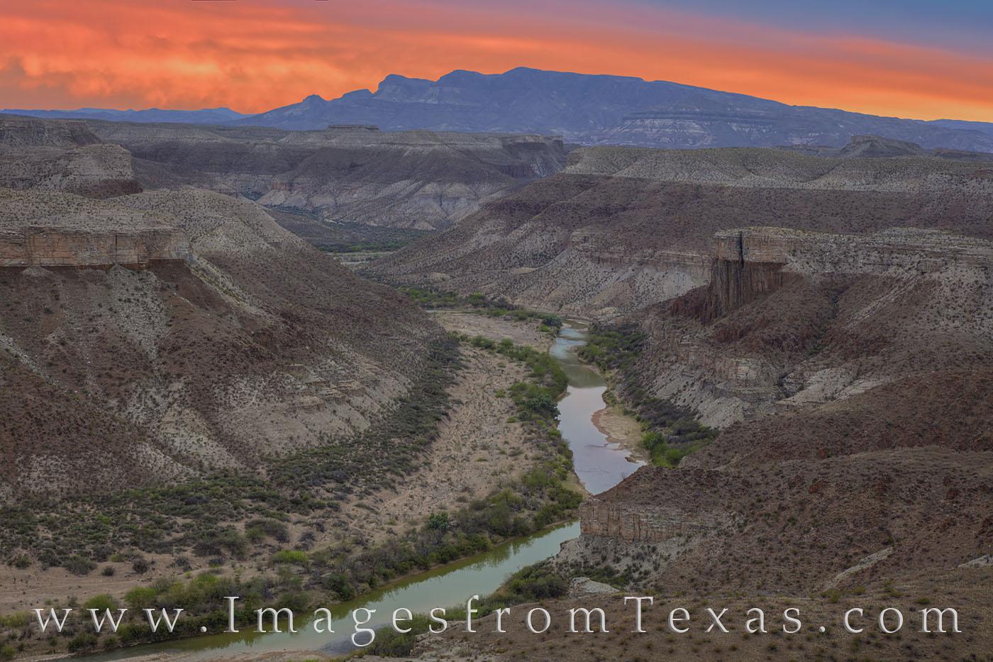 Mesa de anguila, rio grande, big bend, national park, sierra ponce, mesa, cliffs, orange, sunset, lajitas, hiking, remote, photo