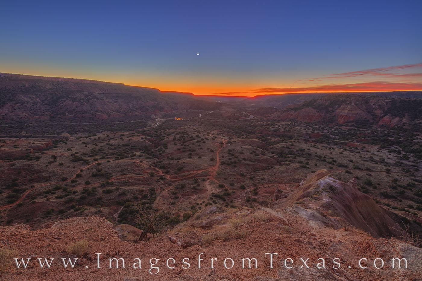 crescent moon, moonrise, capitol peak, palo duro canyon, hiking, sunrise, photo