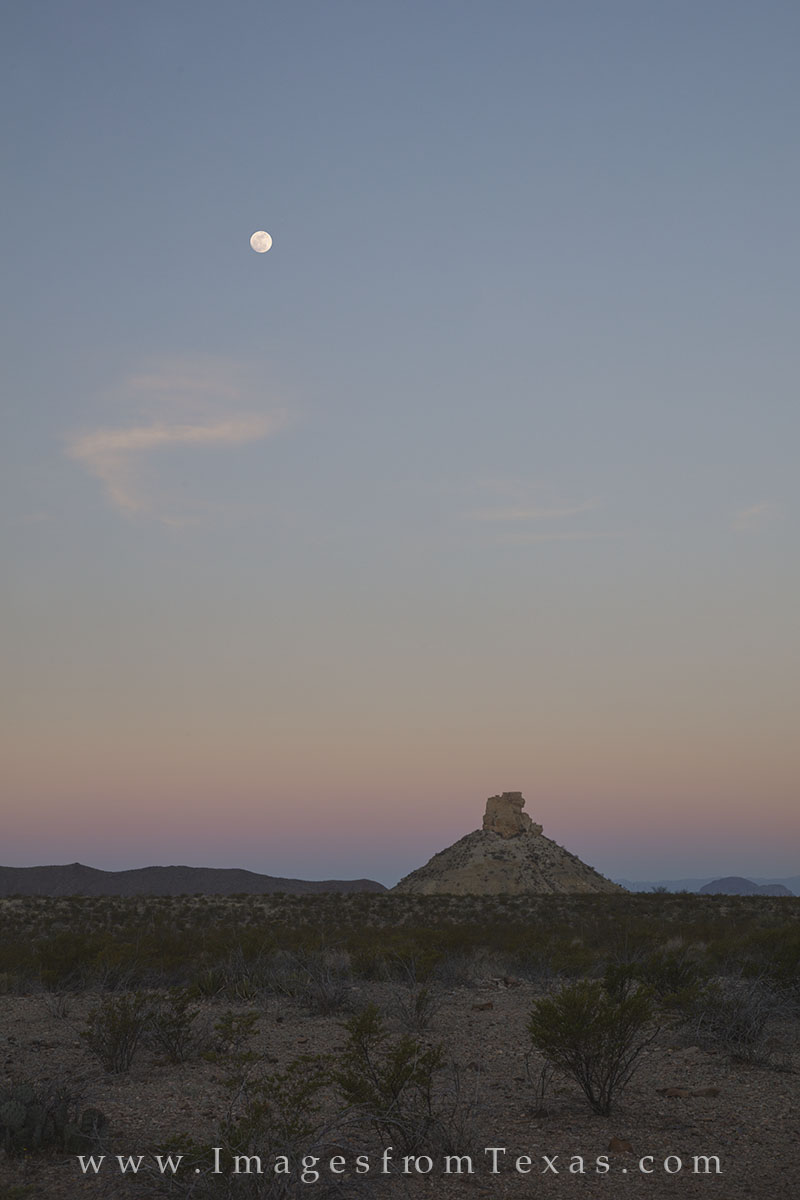 big bend national park, moon, moonset, chisos mountains, chihuahuan desert, texas morning, big bend images, big bend prints, photo