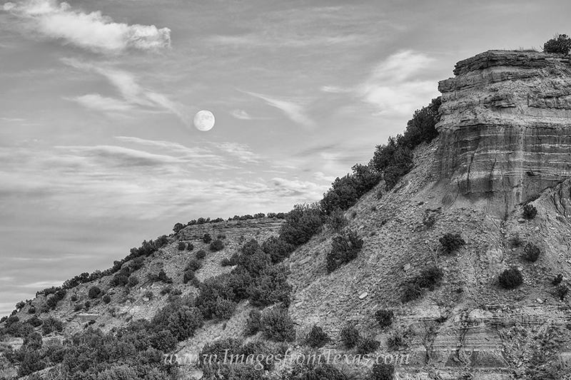 palo duro canyon,texas landscapes,moonrise over texas,texas images,texas canyon,black and white,black white, photo