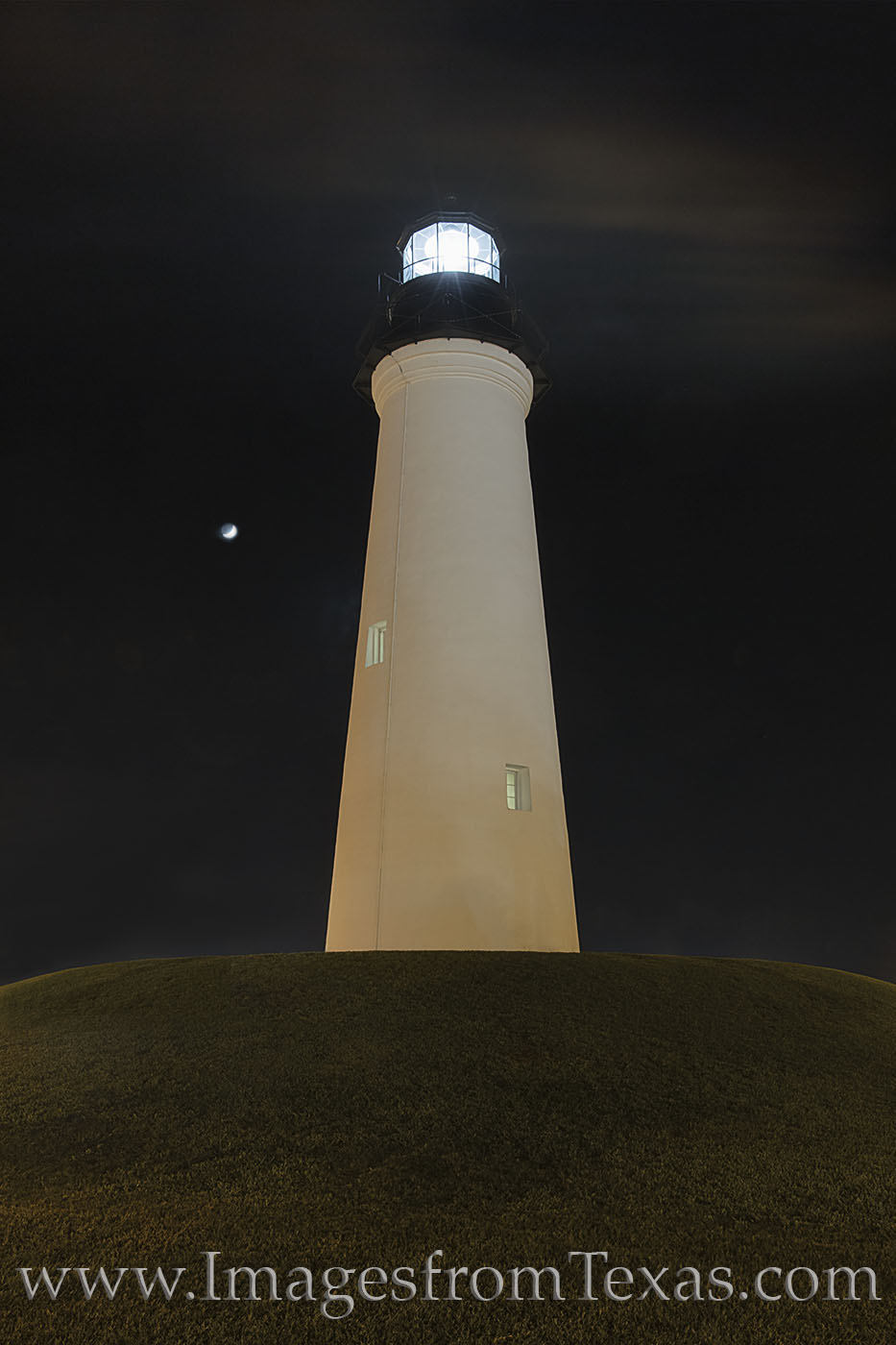 lighthouse, port isabel, south texas, night, port isabel lighthouse, moon, crescent moon, photo