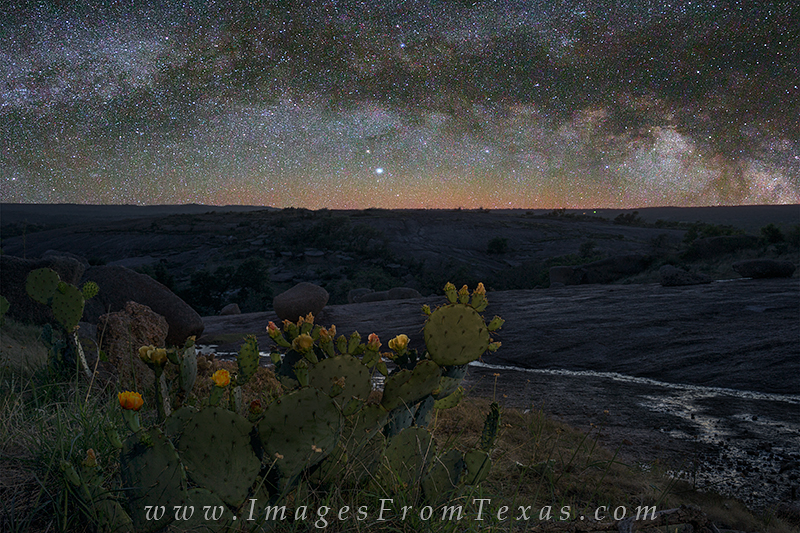 enchanted rock state park,texas hill country,milky way,texas landscapes,prickly pear cactus, photo
