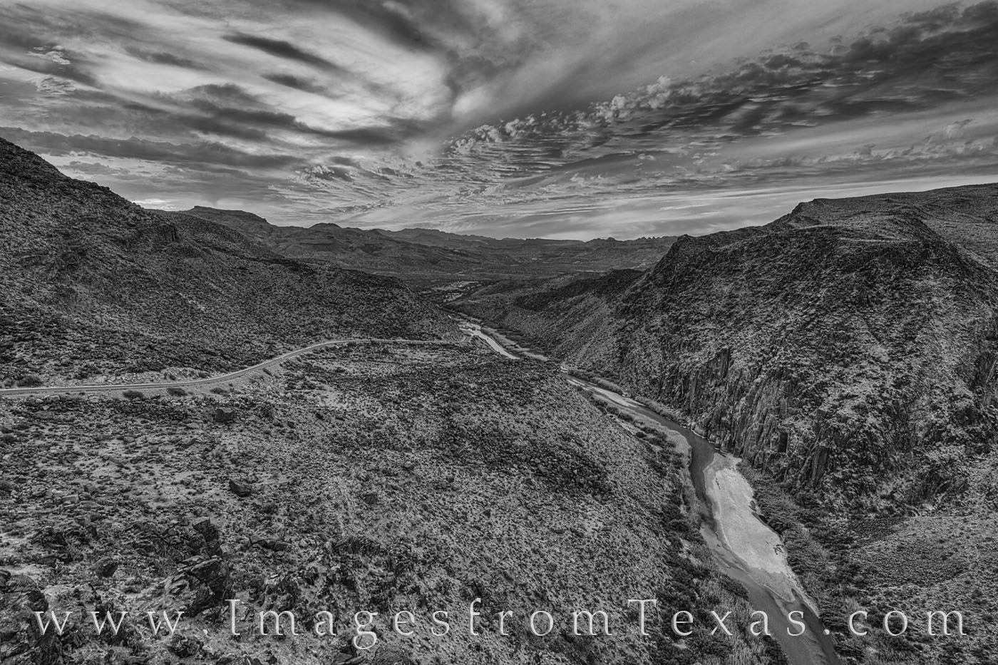 Dom rock, big bend ranch, rio grande, mexico, texas, landscapes, big hill, FM 170, presidio, lajitas, vistas, west texas, black and white, photo