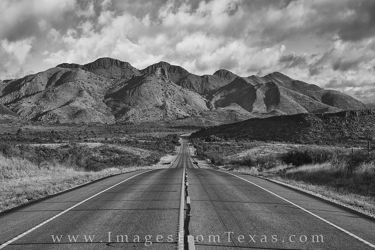 Alpine Texas, Fort Davis, 118, highway 118, black and white, Davis Mountains, Davis Mountains pictures, Texas highways, Texas roads, exploring Texas, photo