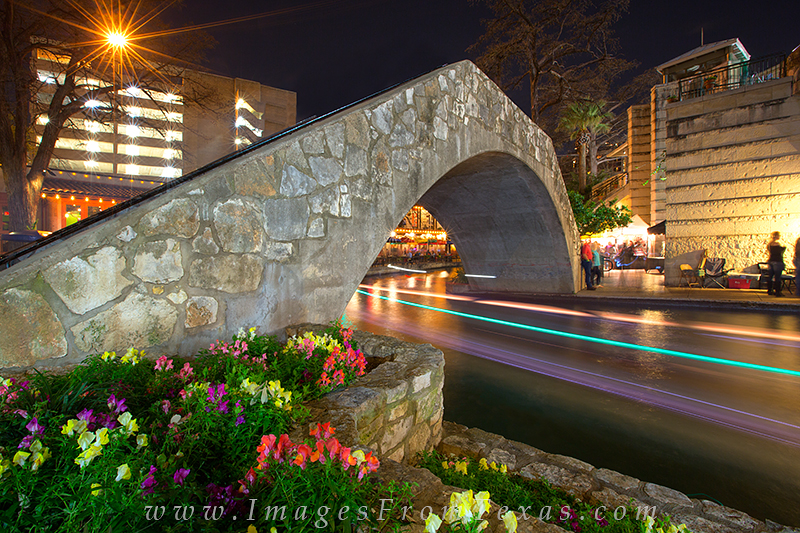 san antonio riverwalk,downtown san antonio,san antonio bridge,tourism,texas cities, photo