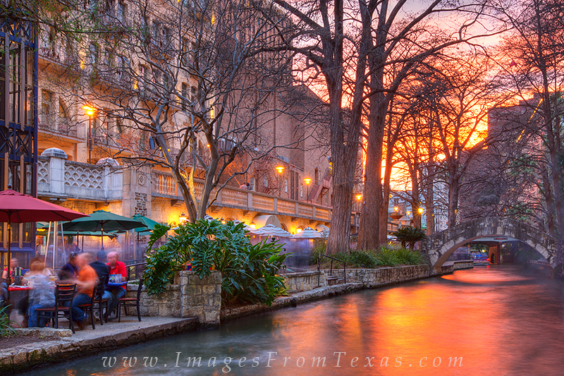 san antonio riverwalk,riverwalk images,texas tourism,san antonio, photo