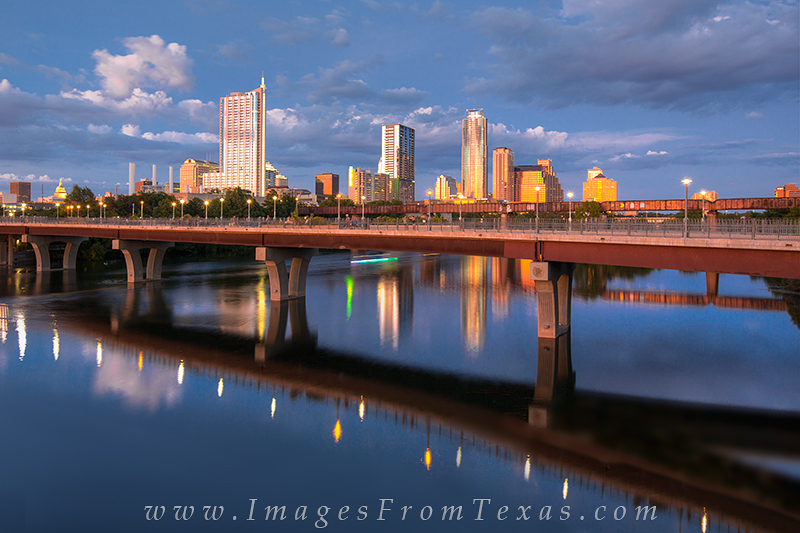 austin texas,pedestrian bridge austin,lady bird lake,lady bird lake pedestrian bridge,austin cityscape, photo