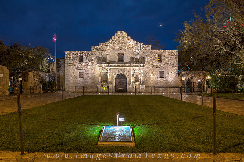 the alamo,san antonio texas,alamo plaza,alamo prints, photo