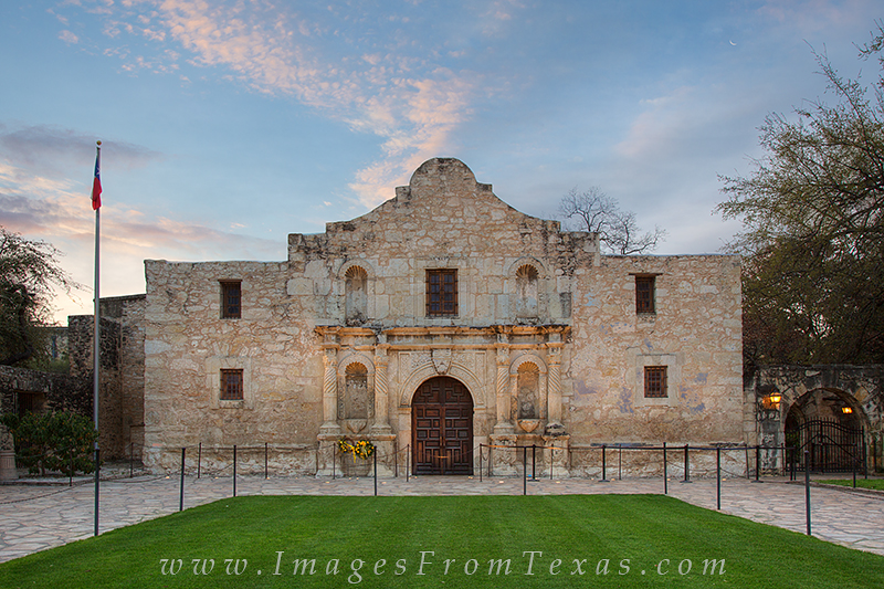 alamo,san antonio,alamo plaza,riverwalk,texas history,spanish missions, photo