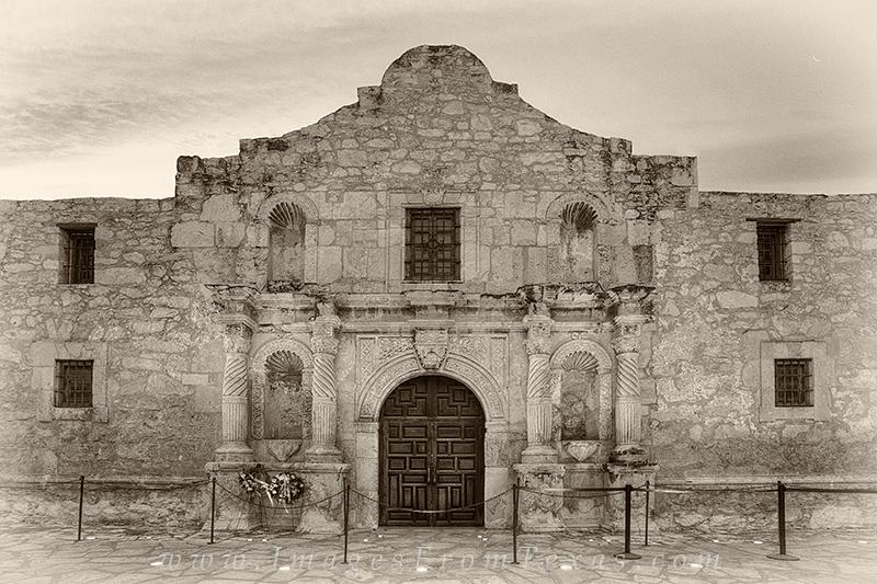 alamo,sepia,black and white,san antonio,texas,history,alamo prints, photo