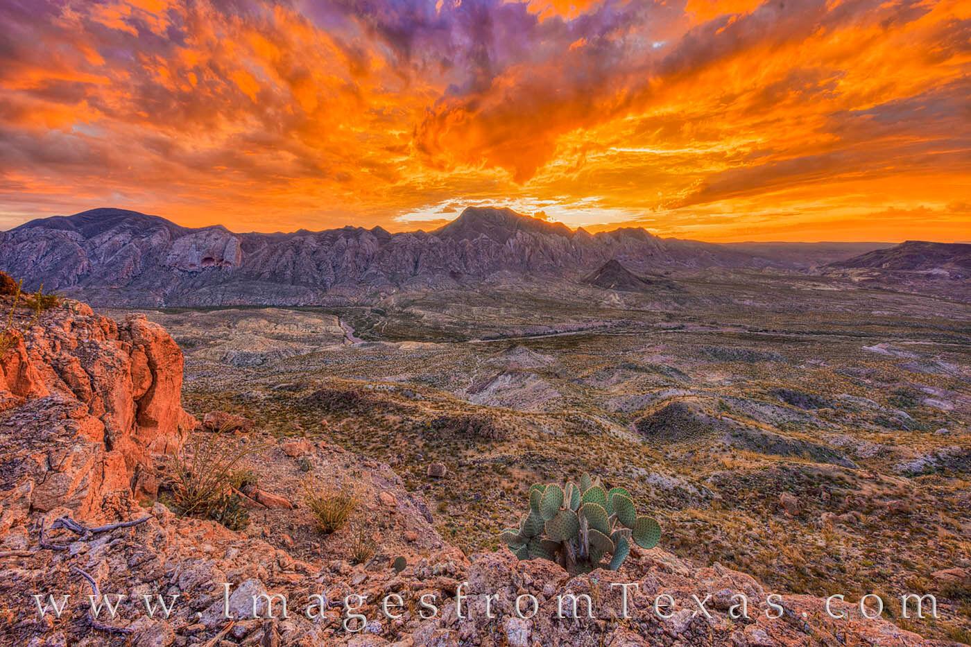 fresno canyon, solitario, hiking, big bend ranch, fresno rim, presidio, brewster, dirt road, west texas, sunrise, beautiful, sky, photo
