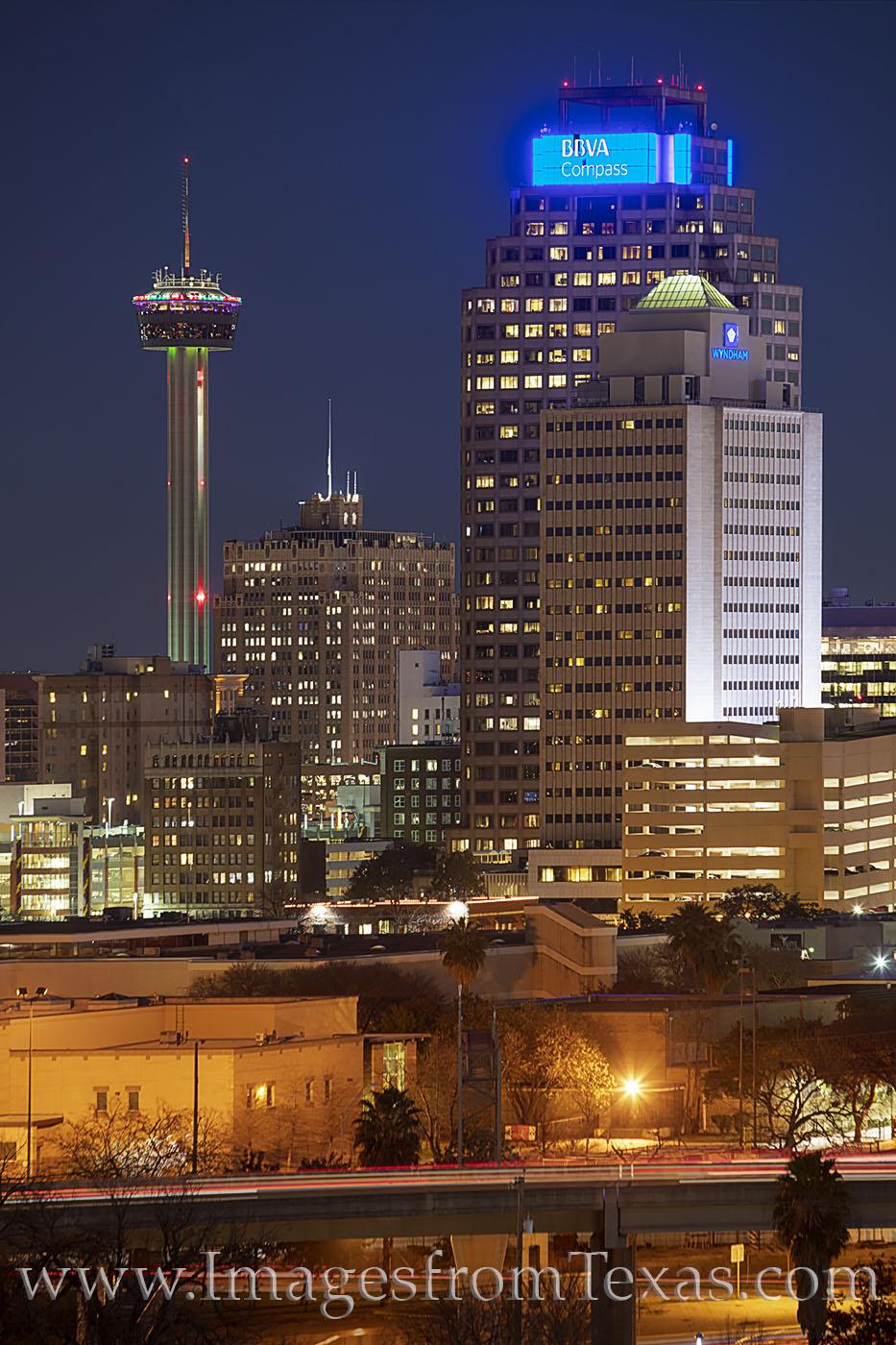 san antonio, skyline, tower of the americas, weston centre, wyndom hotel, night, lights, city, downtown, photo